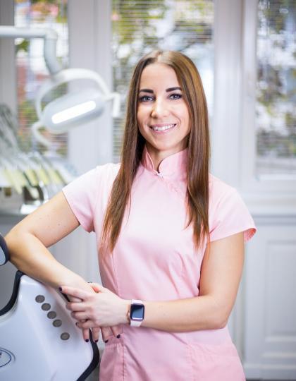 Dr. Gyenes Csilla - Dentist (Conservative Dentistry and Prosthodontics)
