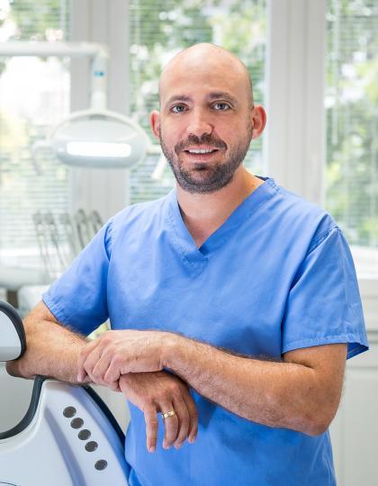 Dr. Funk Tamás - Fogszakorvos (Konzerváló fogászat és Fogpótlástan)